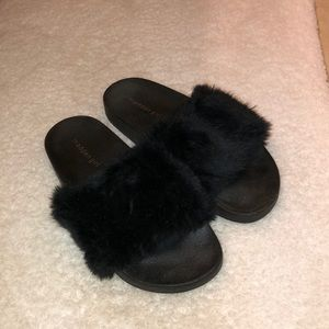 MADDEN GIRL Black Fuzzy Slides